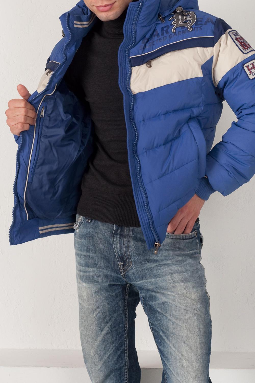 КурткаКуртки<br>Стильная куртка с капюшоном, утепленная утиным пухом. Куртка из матового нейлона выполнена в стиле, сочетающем элементы клубной и мотоциклетной курток. Плотная трикотажная резинка на воротнике, по низу рукавов, а также по поясу помогает сберечь тепло холодным зимним днем. Несмотря на утепление пухом куртка сохраняет стройный силуэт.  Ростовка изделия 176 см.  В изделии использованы цвета: голубой, белый, синий  Наполнитель: 70% пух 30% перо<br><br>По сезону: Зима<br>Размер : 50,52,54<br>Материал: Болонья<br>Количество в наличии: 3